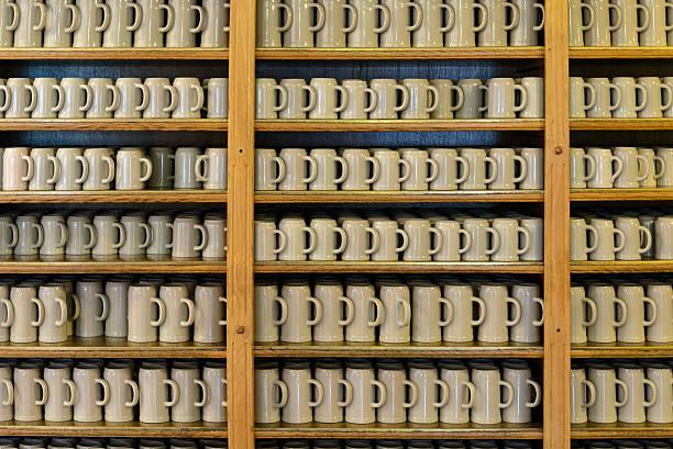 bierkrüge aus - bavaria porzellan stock-fotos und bilder