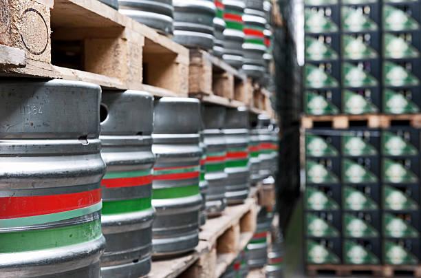 bier als aufbewahrungsmöglichkeit - hajohoos stock-fotos und bilder