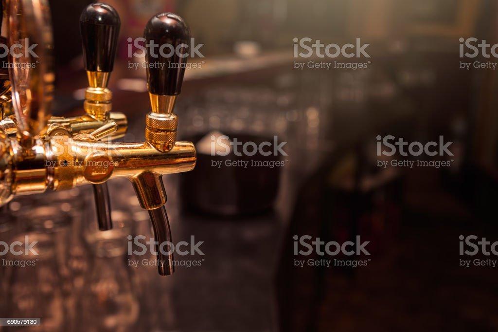 Beer tap in the bar - foto stock