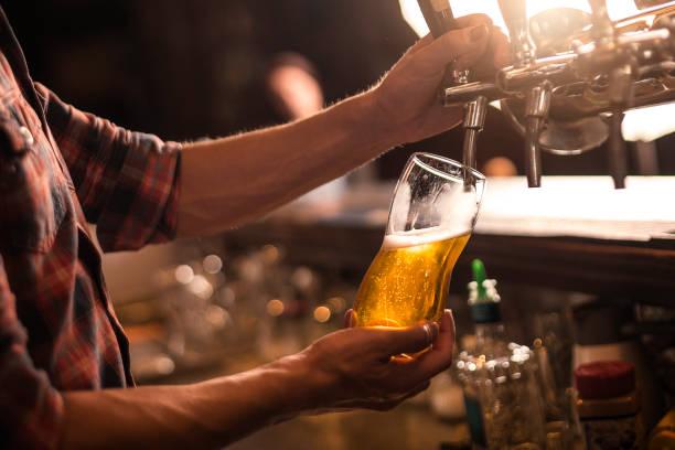 啤酒水龍頭 - 啤酒 個照片及圖片檔