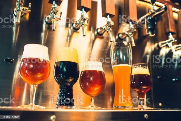 술집에서 맥주 꼭지 Ale에 대한 스톡 사진 및 기타 이미지