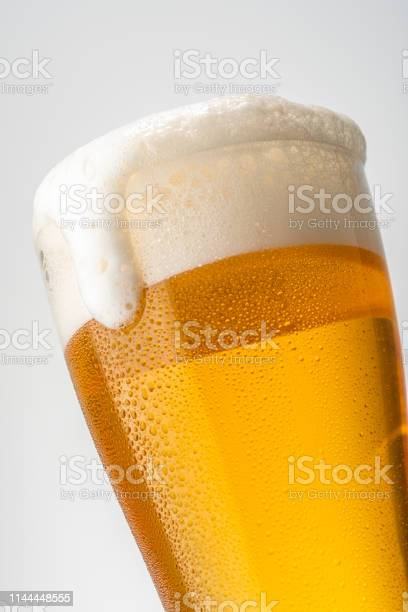 Beer white background picture id1144448555?b=1&k=6&m=1144448555&s=612x612&h=6zbpkr3ichlbuqld56zxl69qfg0a3nqlhdkjcfxjiv4=