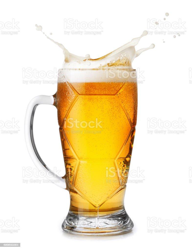 cerveja com salpicos de espuma - foto de acervo
