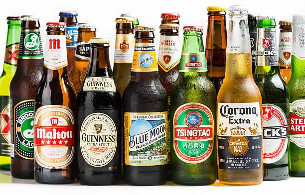 piwo na świecie - brand name zdjęcia i obrazy z banku zdjęć