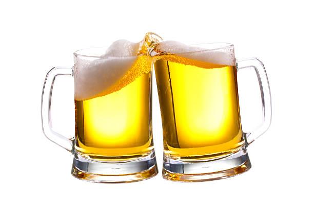 Cervezas brindis - foto de stock