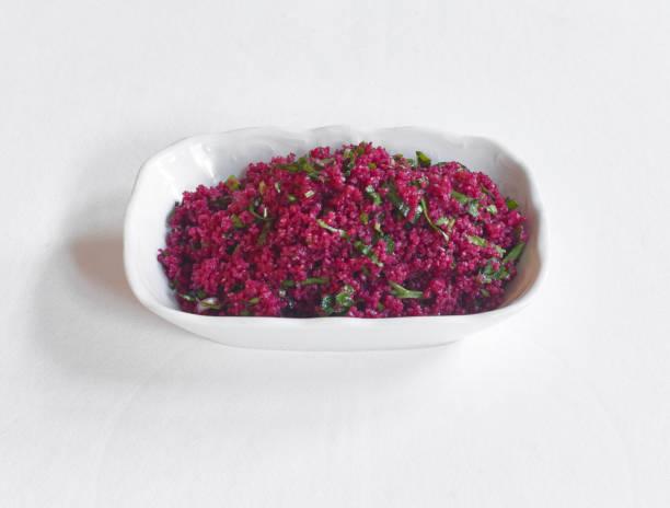rüben-couscous-salat - spieltag vorspeisen stock-fotos und bilder