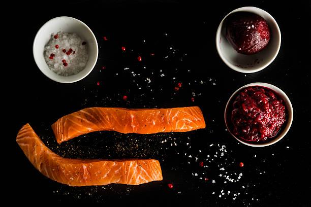 rote beete gravalax ingrediends - kochkunst stock-fotos und bilder