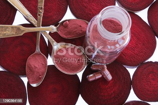 Beetroot powder with fresh sliced beets.