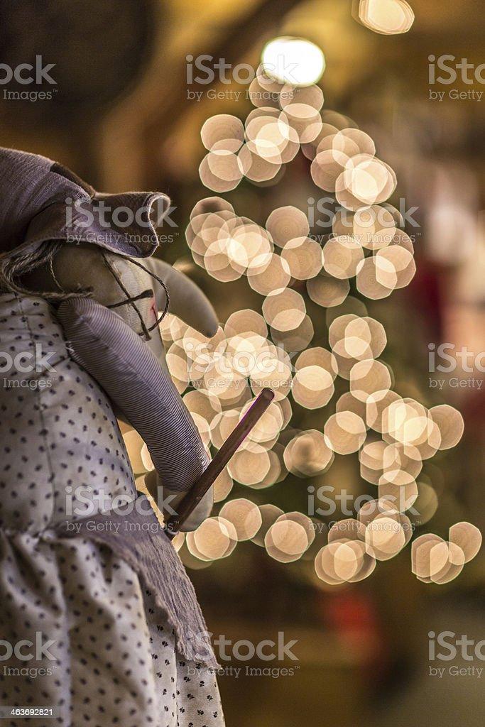 Befana con albero di Natale, Bokeh - foto stock