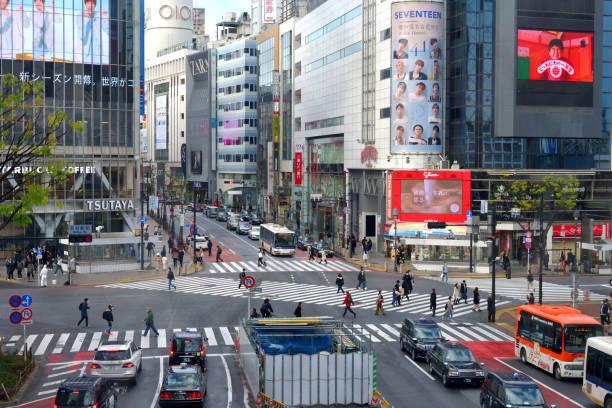 Vorher-Nachher COVID-19 Pandemie: Crowd at Shibuya Scramble Intersection, Tokyo – Foto