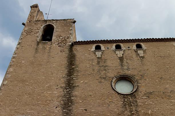 Begur iglesia al aire libre, de Catalunya - foto de stock