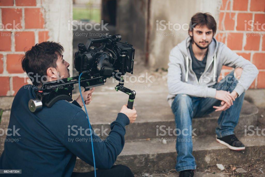 Detrás de la escena. Actor frente a la cámara foto de stock libre de derechos