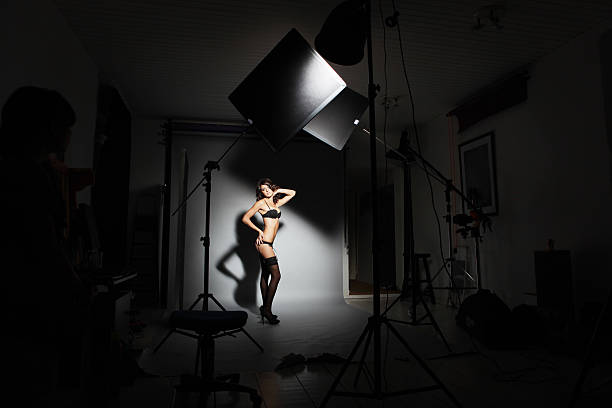 hinter den kulissen dessous photoshooting - fotoshooting berlin stock-fotos und bilder