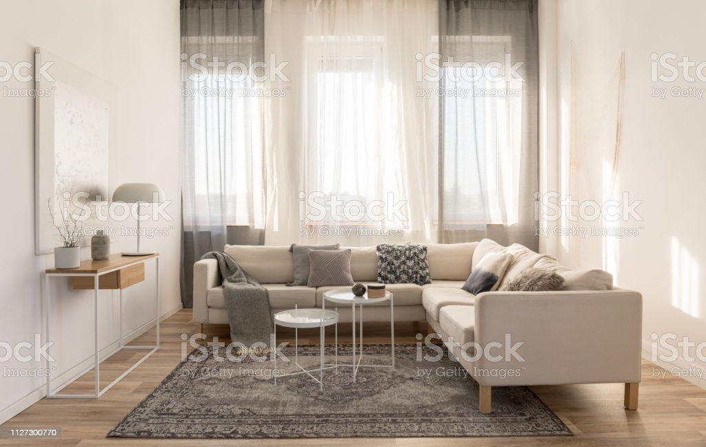 Beige Grau Und Weiß Wohnzimmer Interior Design Mit Ecksofa ...