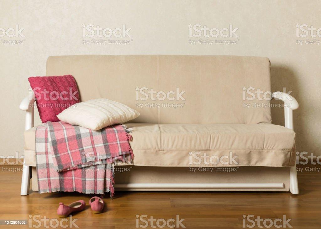 Image of: Foto De Sofa Bege Com Manta E Almofadas Coloridas Na Sala De Estar E Mais Fotos De Stock De Aconchegante Istock