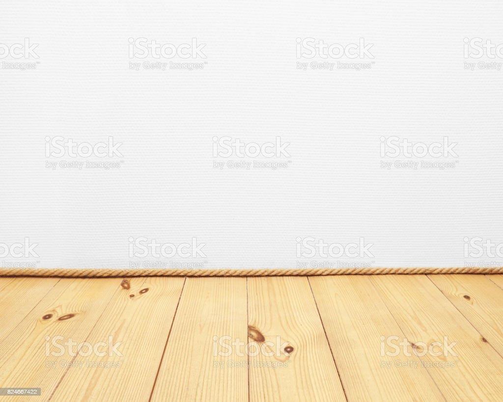 밧줄과 흰색 벽지 벽 배경 빈 공간 베이 지 나무 바닥 - 스톡 사진 ...