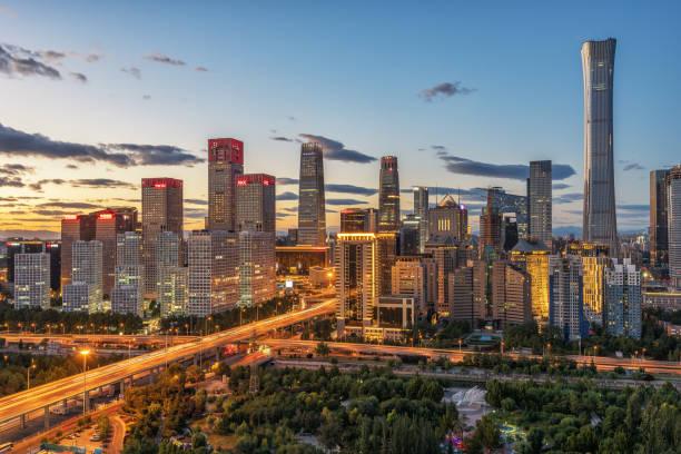 夕暮れ時の北京 cbd のスカイライン - 北京 ストックフォトと画像