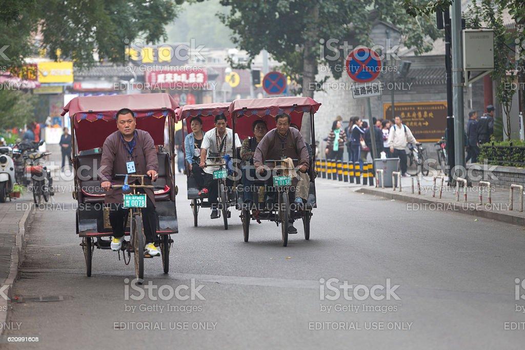 Pequim, visita a hutong, Jinriquixá Puxado por Bicicleta foto royalty-free