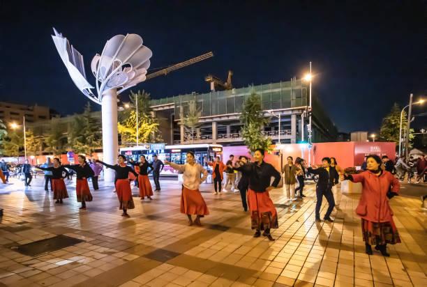 Peking-ChinaOct052019 Tänzer in Beijing Platz in der Nacht. – Foto