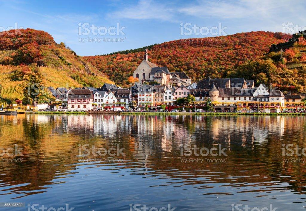 Beilstein-Resort-Stadt und Weinberge im Tal der Mosel Wein im Herbst, Rheinland-Pfalz, Deutschland. – Foto
