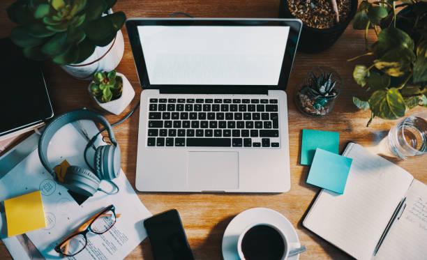 ser organizado é essencial para fazer o trabalho - escrivaninha - fotografias e filmes do acervo