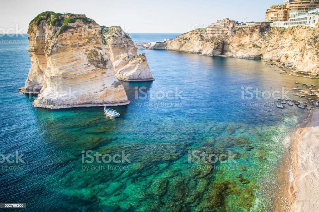 Beirut pigeon rocks. Sea coast background. – Foto