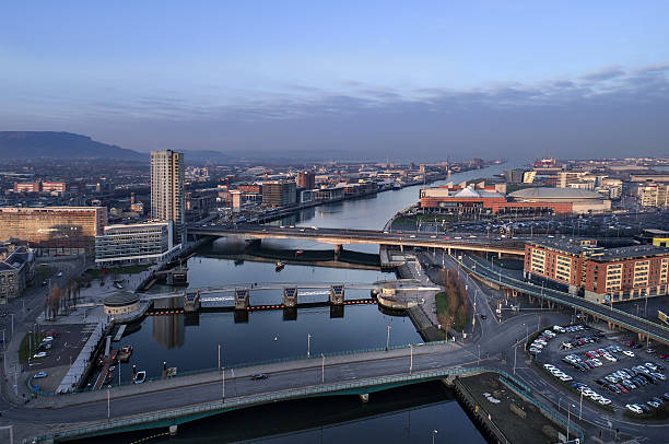 Belfast city center and docklands sunset aerial view - foto de stock