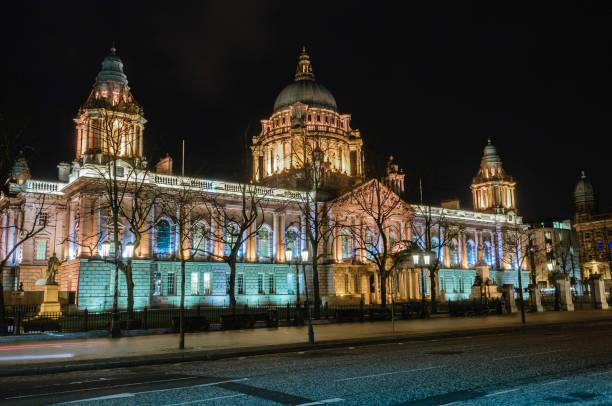 Belfast City Hall bei Nacht – Foto
