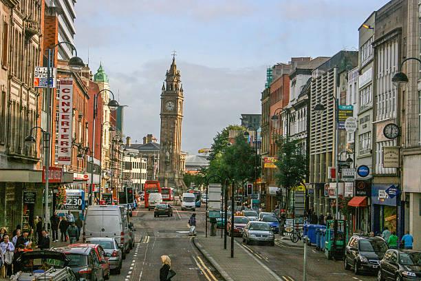 Belfast apoyarse torre de reloj - foto de stock