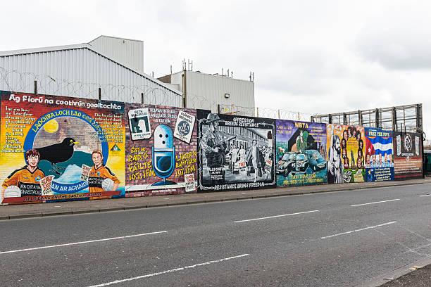 Los murales de Belfast - foto de stock