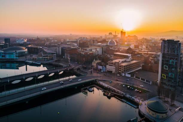 Belfast sunset aerial view - foto de stock