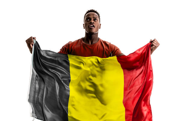 Fan d'afro belge tenant le drapeau national - Photo