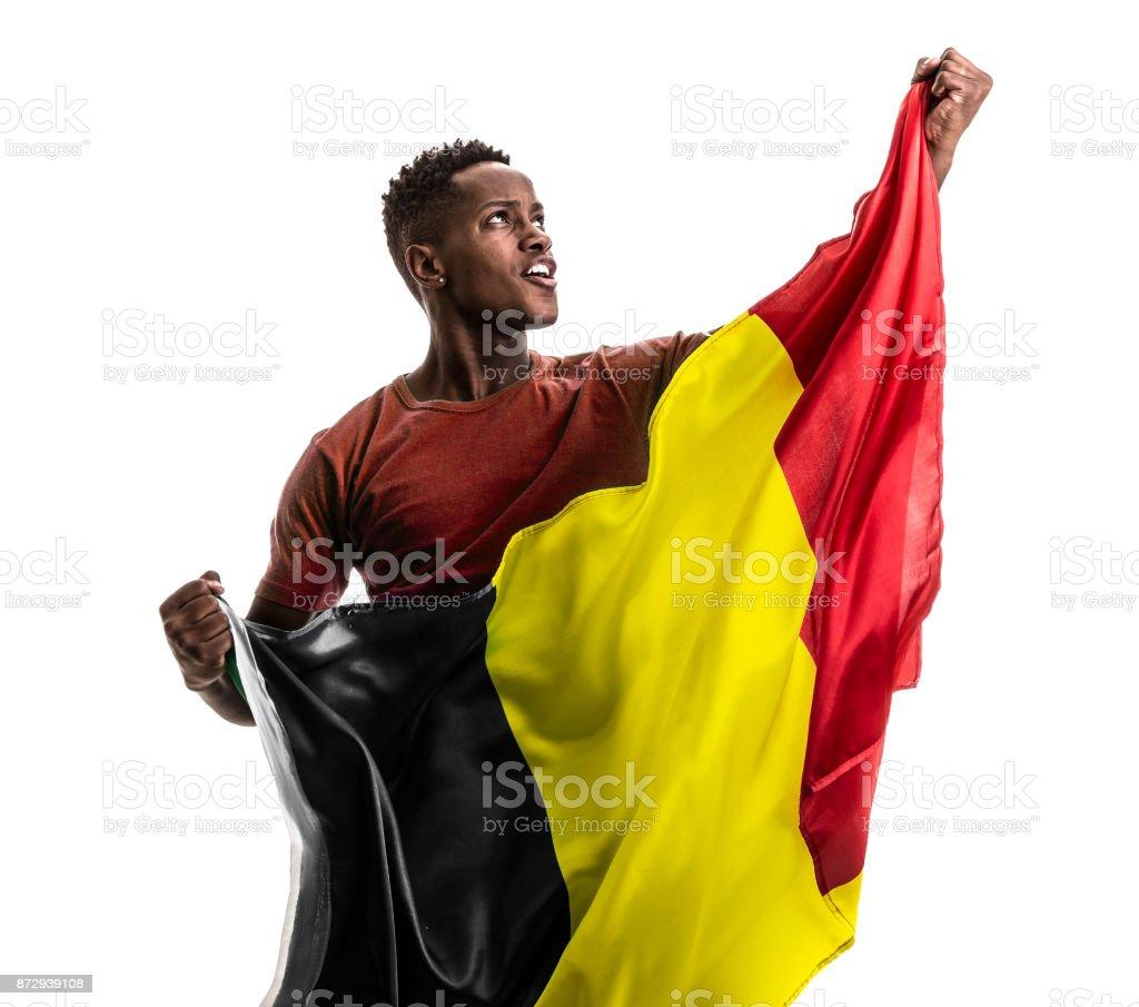 Fan d'afro belge tenant le drapeau national - Photo
