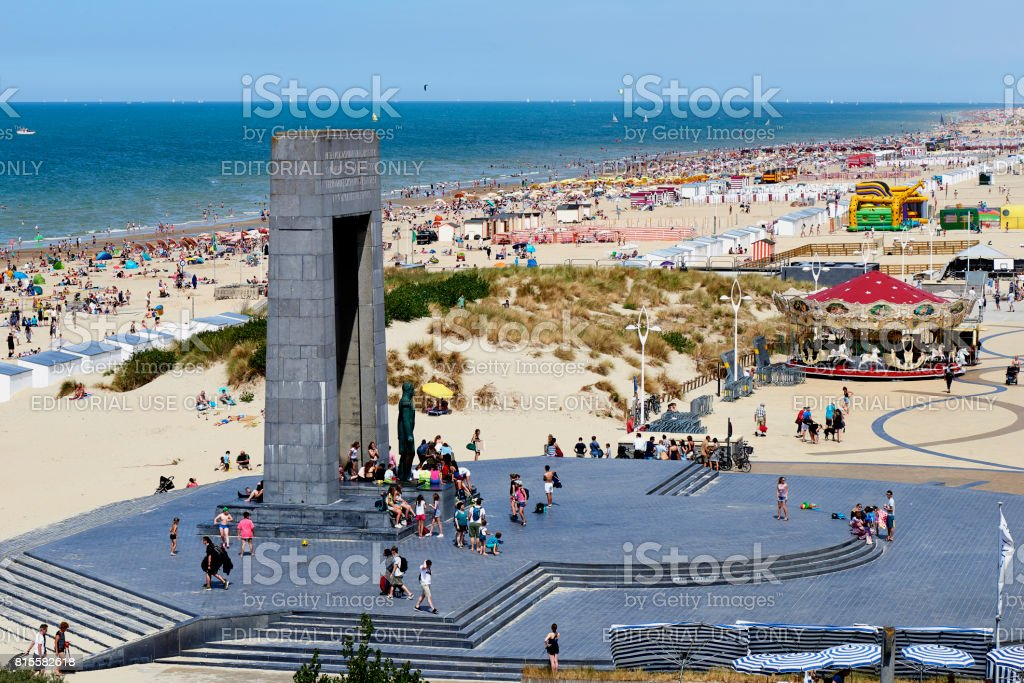 Belgische kust in de zomer op De Panne, België foto
