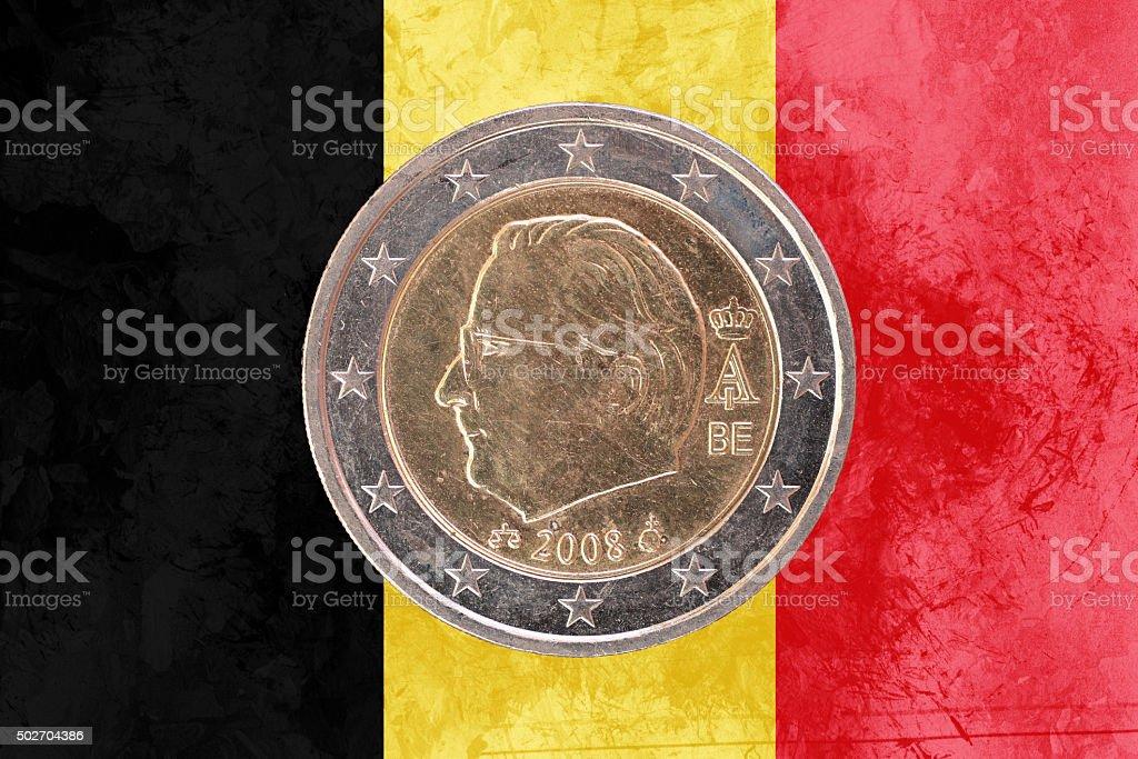 Belgisches 2 Euro Münze Mit Flagge Von Belgien Als Hintergrund Stock