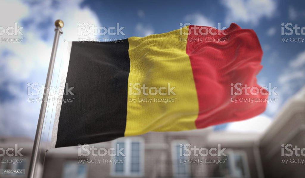 Render 3D de bandera de Bélgica sobre fondo azul Sky Building - foto de stock