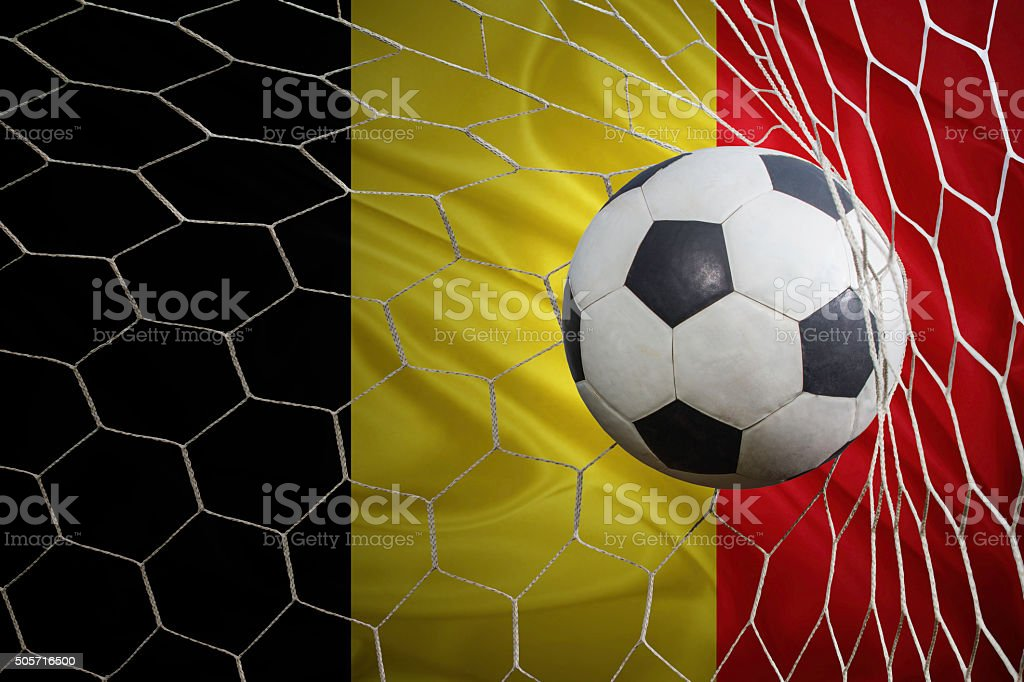 Belgique drapeau et un ballon de football, football en Cage de but - Photo