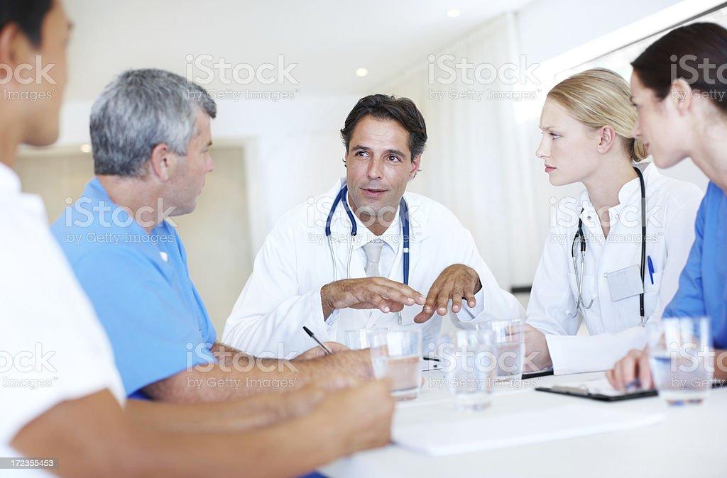 Creo que se puede optimizar la asistencia sanitaria sea más. foto de stock libre de derechos