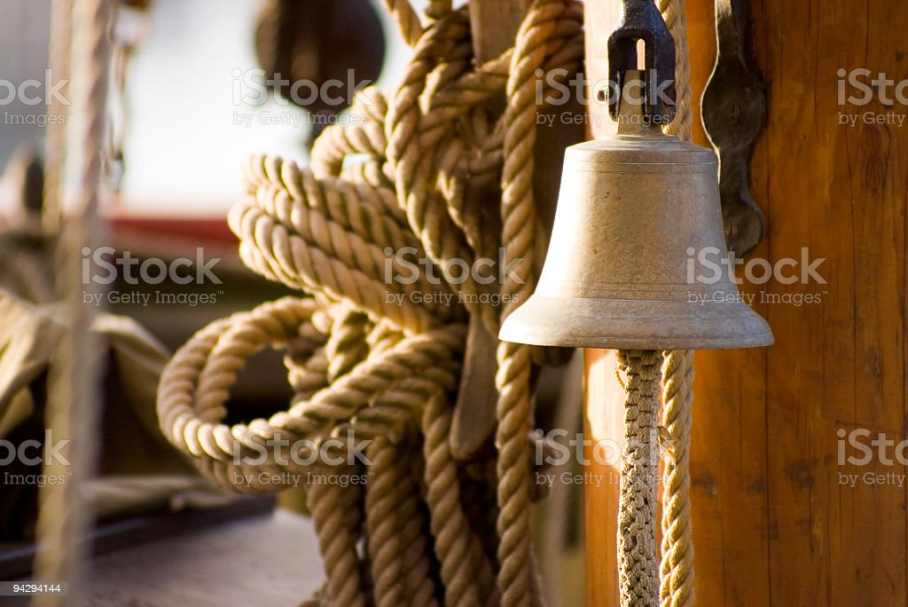 Bell auf Segeln Schiff Lizenzfreies stock-foto