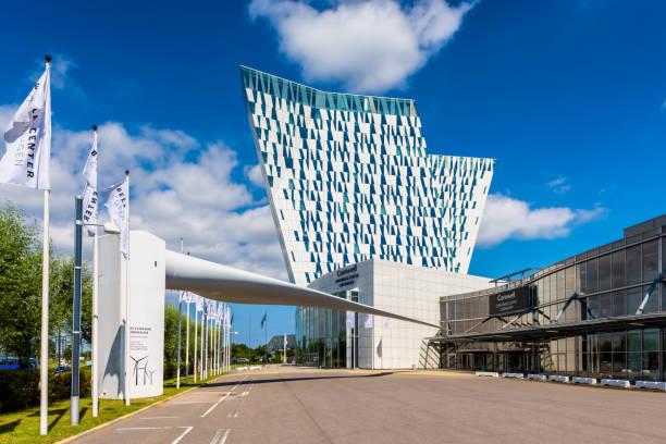 ac bella sky marriott hotel und kongresszentrum traveling in kopenhagen dänemark - hotels in kopenhagen stock-fotos und bilder