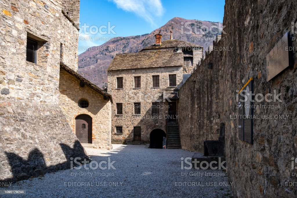 Bellinzona, Switzerland, 03/21/2018 Castelle di Montebello - foto stock
