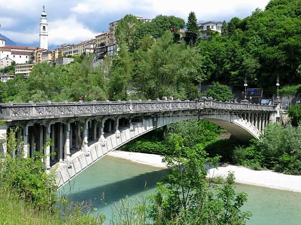Belluno ungewöhnliche-Brücke, Italien – Foto