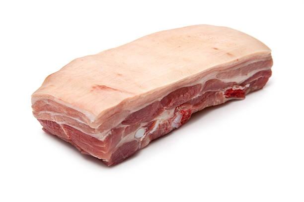 vientre de cerdo mano humana aislado sobre un fondo blanco - tocino fotografías e imágenes de stock
