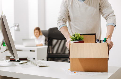 istock Bemused office manager packing the box and leaving the office 655916602