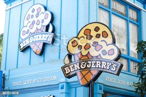 istock Ben & Jerry's ice cream shop in Movie World's Gold Coast. 954314618