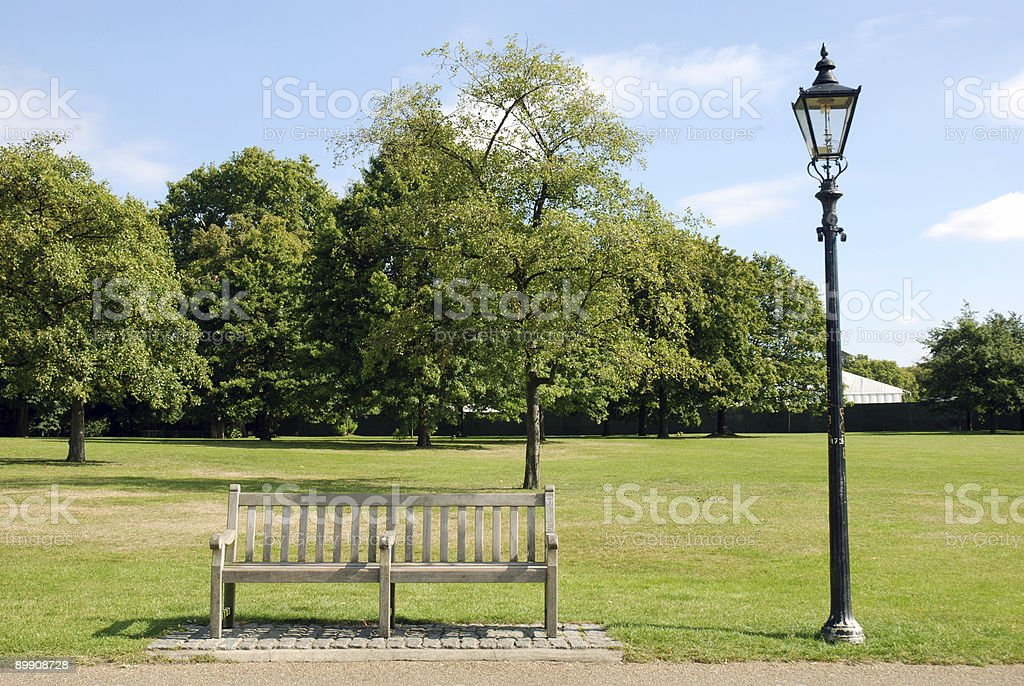 bench and lamp royalty free stockfoto