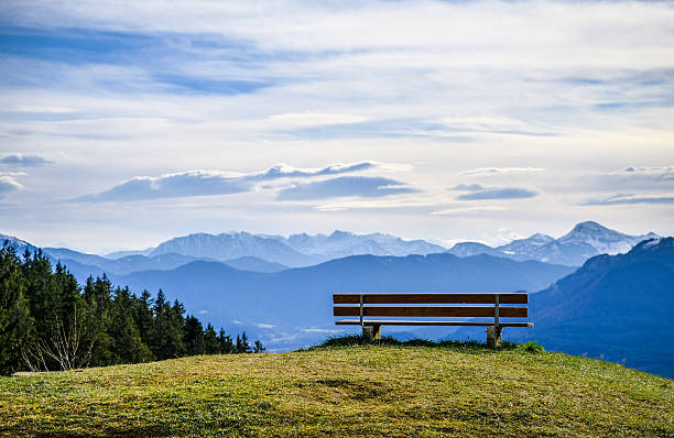 bench at a mountain - foto de acervo