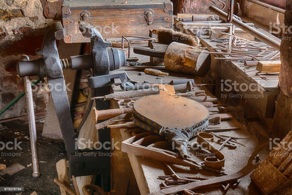 Banco de antigua tienda de Herreros - foto de stock