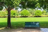 まるで、公園のベンチで、春の時間