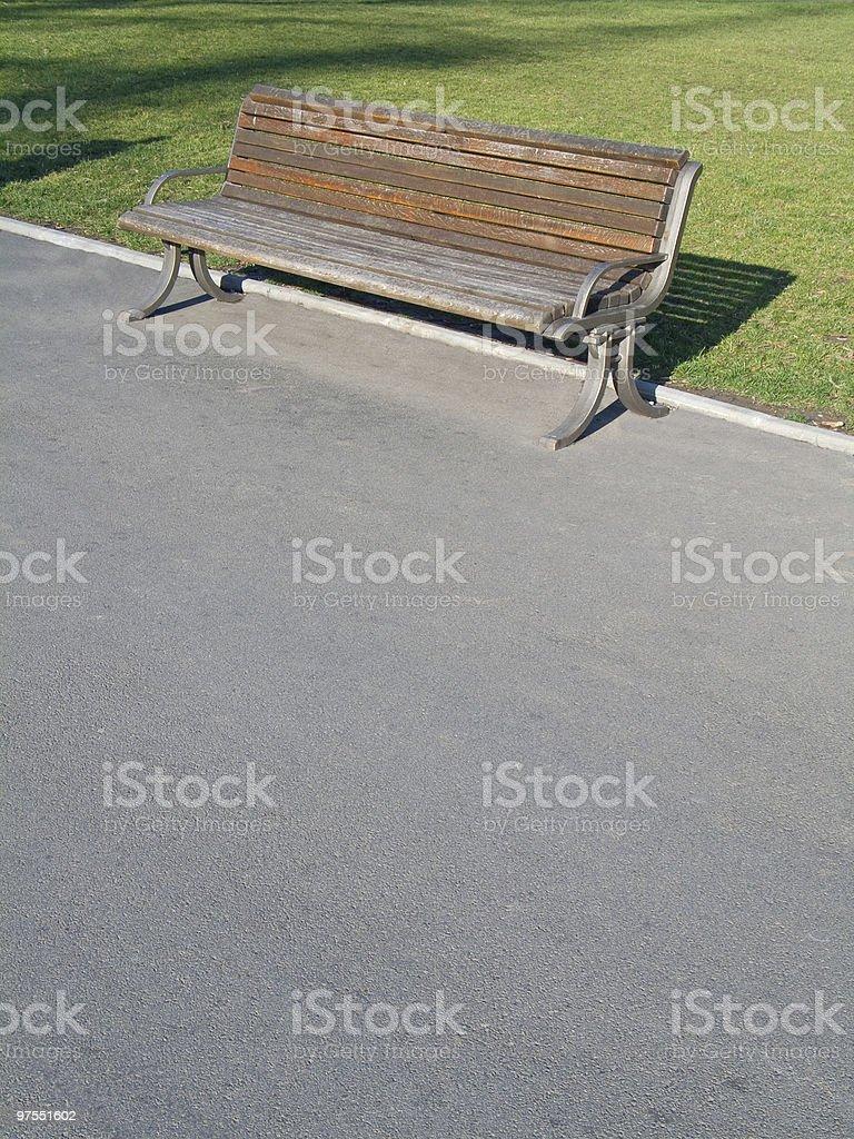 Banc dans le parc de la ville photo libre de droits